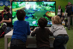 孩子使用比赛星期2013年在米兰,意大利 库存照片