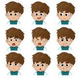 孩子做面孔许多情感例如微笑,愉快,笑,哀伤,惊奇,啼声,泪花,翻倒,恼怒,认为 图库摄影