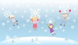 孩子儿童Playiong雪剥落雪花 免版税图库摄影