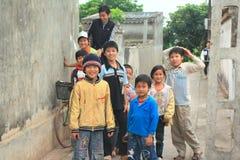孩子充当一个村庄在越南的北部的乡下 库存照片