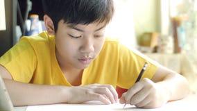 孩子写家庭作业 r 股票视频