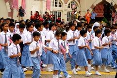 孩子前进的学校 免版税库存照片