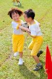 孩子合作胜利 库存照片