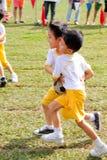 孩子合作胜利 免版税库存照片