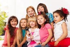 孩子合唱唱歌 库存照片
