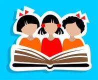 孩子和书 免版税库存图片