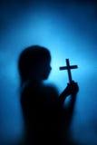 孩子和十字架 库存照片