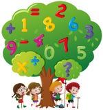 孩子和数字在树 皇族释放例证