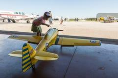 孩子和玩具飞机 库存图片