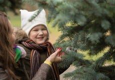 孩子和自然2 免版税库存图片