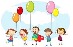 孩子和许多五颜六色的气球 免版税库存照片