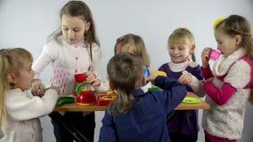 孩子和食物 股票视频
