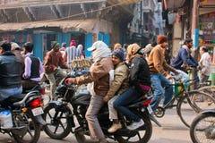 孩子和他们摩托车的父亲 免版税库存图片