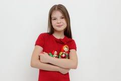 孩子和matrioshka 库存图片