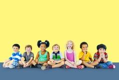 孩子哄骗幸福多族群快乐的概念 免版税库存图片