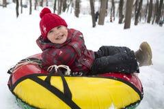 孩子在冬天 免版税库存照片