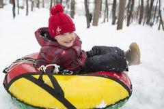 孩子在冬天 免版税库存图片
