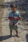 孩子在后院 免版税库存照片