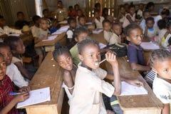 孩子在学校, 10月,马达加斯加 免版税库存照片