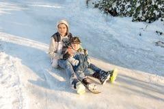 孩子在守旧派样式的雪滑与硬木 免版税库存照片