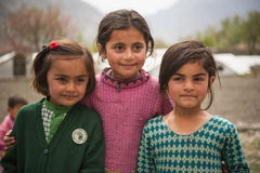 孩子在斯卡都,巴基斯坦南部的一个村庄  免版税库存图片