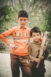 孩子在斯卡都,巴基斯坦南部的一个村庄  库存照片