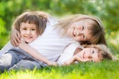 孩子在春天公园 免版税库存图片