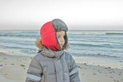孩子在海边 库存图片