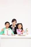 孩子在研究中 图库摄影