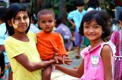 孩子在缅甸贫民窟 图库摄影