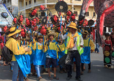 孩子在西哈努克年鉴狂欢节执行 库存照片