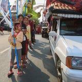 孩子在西哈努克年鉴狂欢节执行 免版税图库摄影