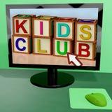 孩子在计算机上的俱乐部块 图库摄影