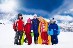 孩子外面在冬天 库存照片