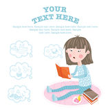 孩子学会从书的新知识 免版税库存照片