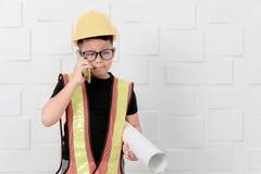 孩子工程师行动被冲击看某事在前面 库存照片