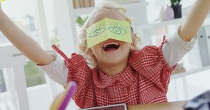 孩子当获得的商业主管乐趣4k 股票视频