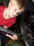 孩子战士,战士,射击 免版税库存照片