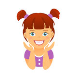 孩子支撑有白色微笑牙的愉快的女孩 库存照片