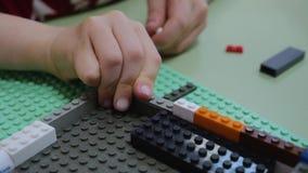 孩子收集设计师手 r 现代教育,儿童发育,创造性思为 影视素材
