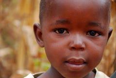 孩子日常生活的片刻在Pomerini村庄 库存照片