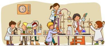 孩子是学习和工作在laborator 库存例证