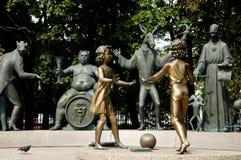 `孩子是成人恶习`纪念碑-莫斯科的受害者 免版税库存照片