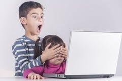 孩子概念的互联网安全 免版税库存图片