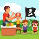 孩子海盗面孔绘画党在幼儿园 免版税库存照片