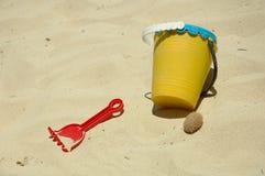 孩子海滩乐趣 库存照片