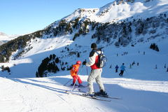 孩子滑雪的培训 免版税库存照片