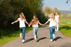 孩子照顾连续春天身分 库存照片