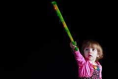 孩子用一根发光的棍子 库存图片