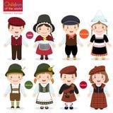 孩子用不同的传统服装 库存例证